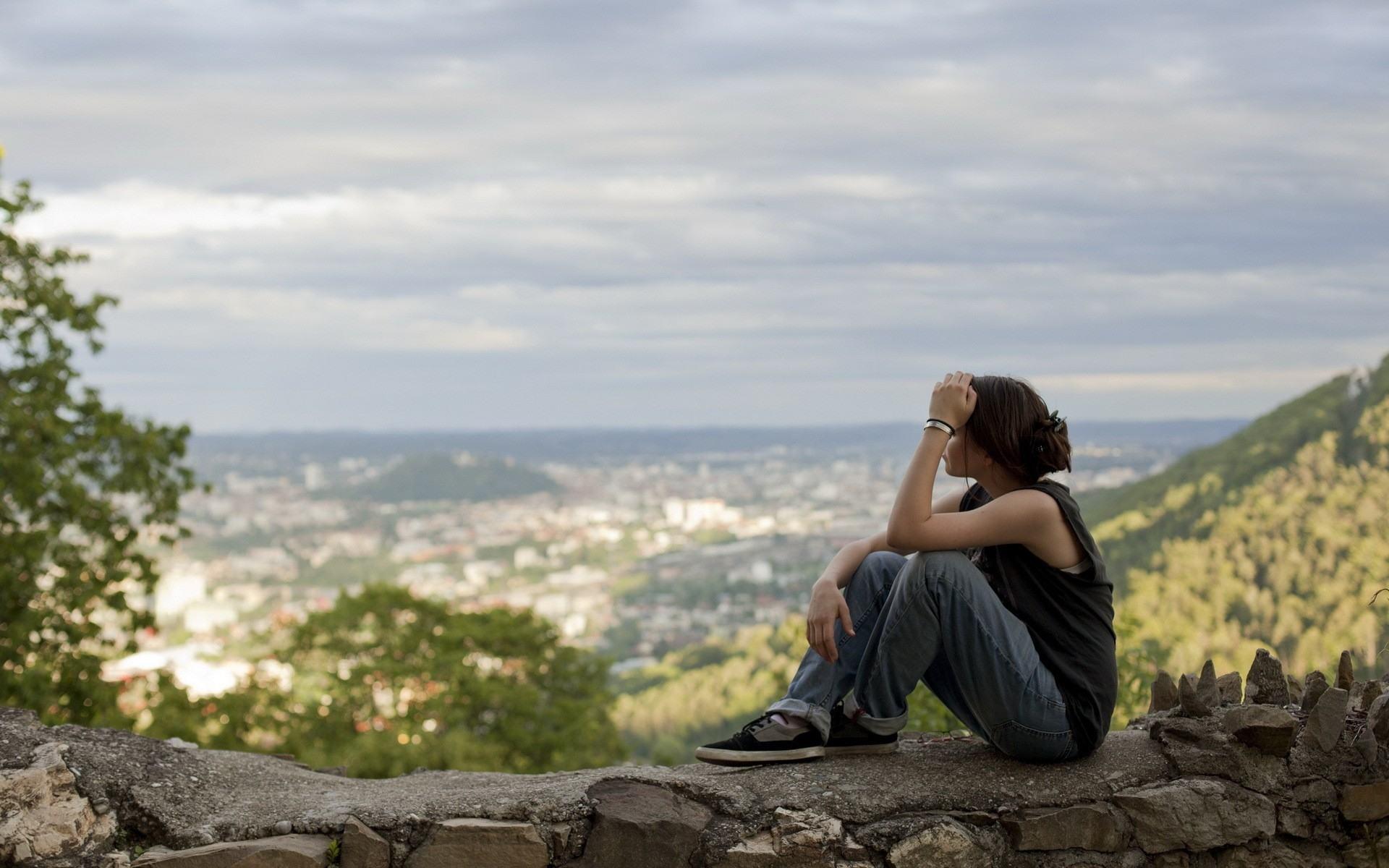 Девушка в горы картинки